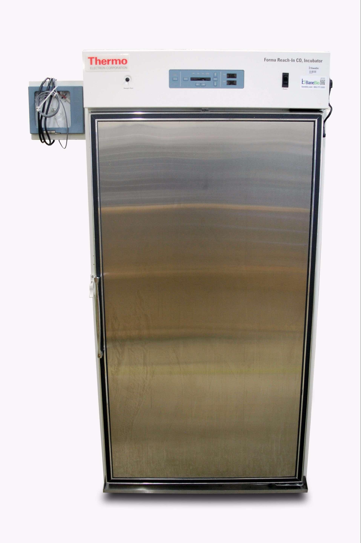 Thermo Electron Reach-In CO2 incubator 3950