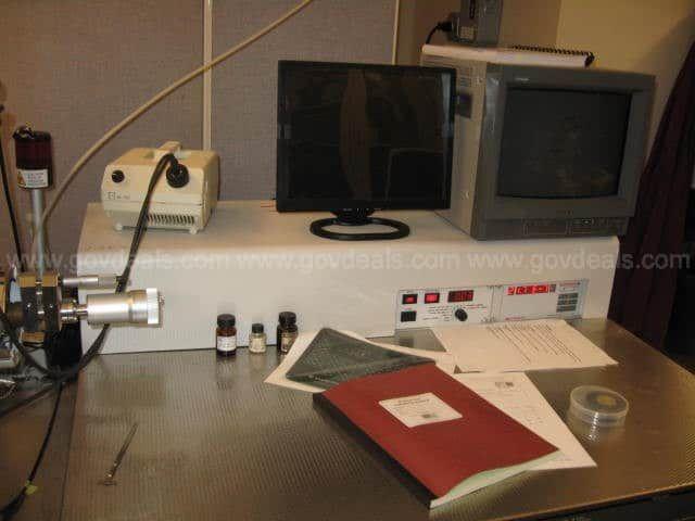 Kratos Axis 165 XPS Spectrometer