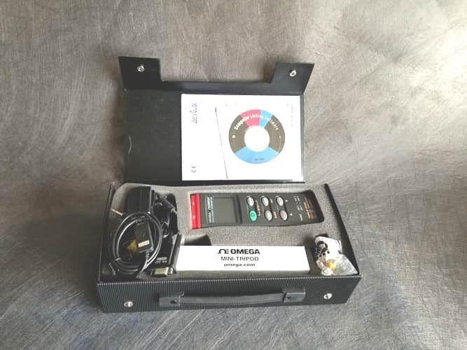 OMEGAETTE HH306A. T hermometer/data logger