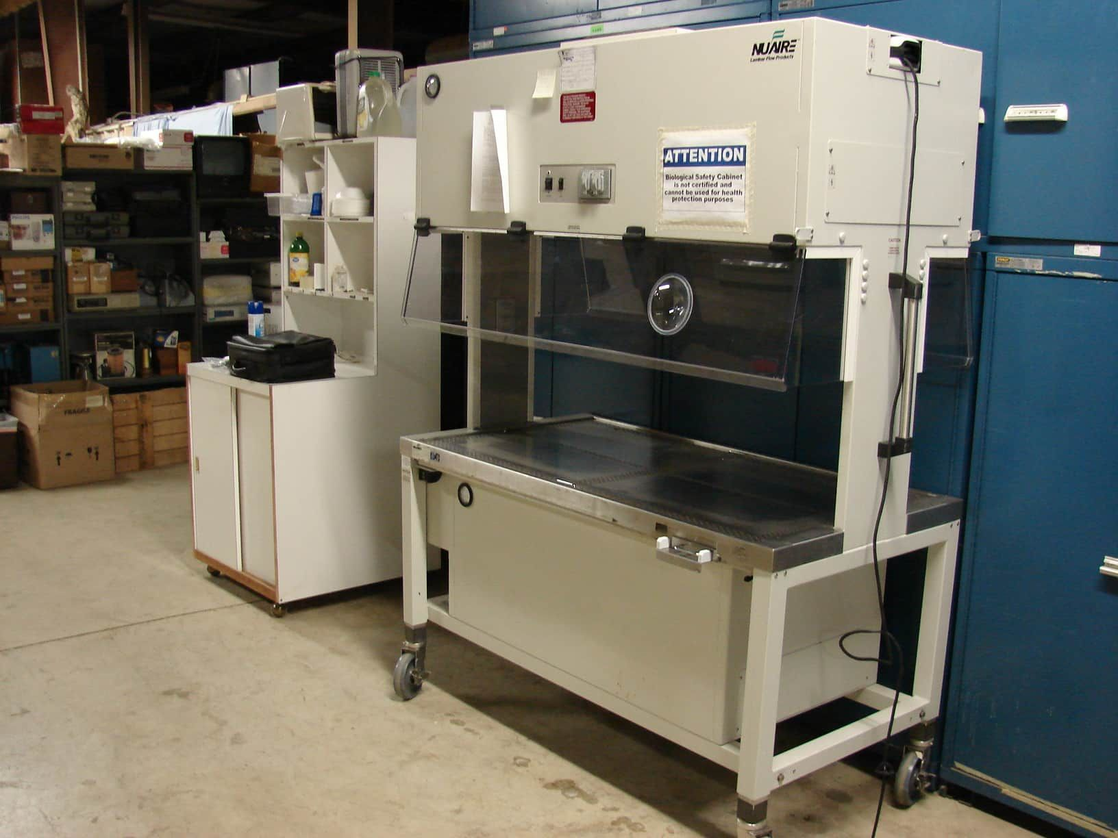 NuAire Model NU S612 500 Hood Safety Cabinet Animal Transfer Station