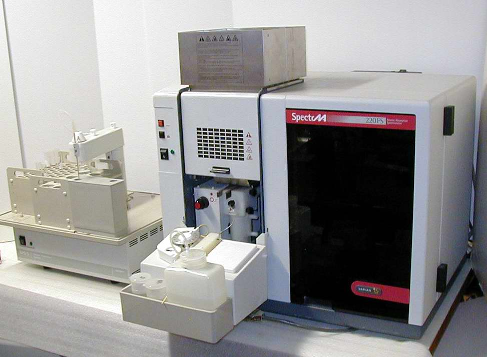 Varian SpectrAA 220FS Spectrometer FLAME AA with Varian SIPS-10 Sample Introduction Pump System with