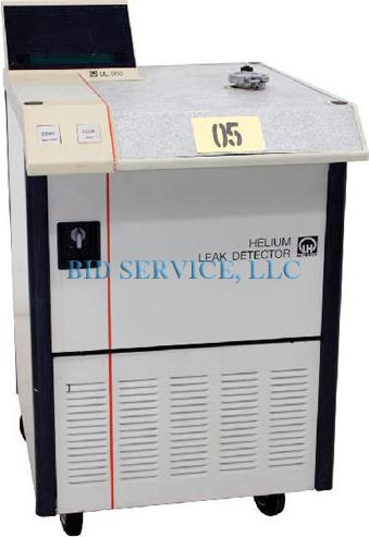 Leybold UL 500 Leak Detection Helium Leak Detector. Warm up time less