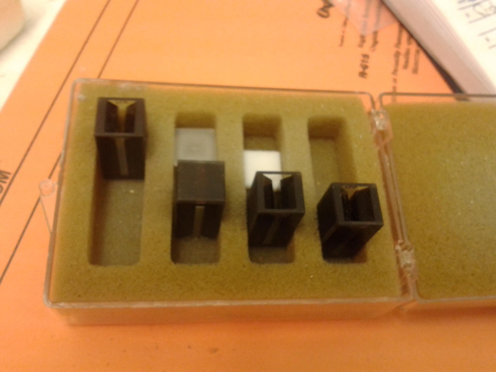 Set of 4 Mini- UV/vis Cuvette for Spectrophotometer