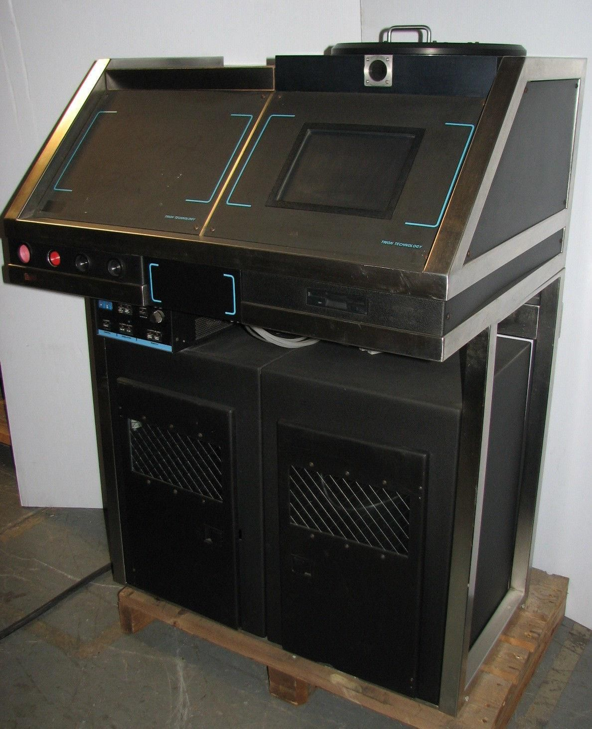 Trion Technology Plasma Etcher Deposition Wafer With RFX 600 Advanced Energy