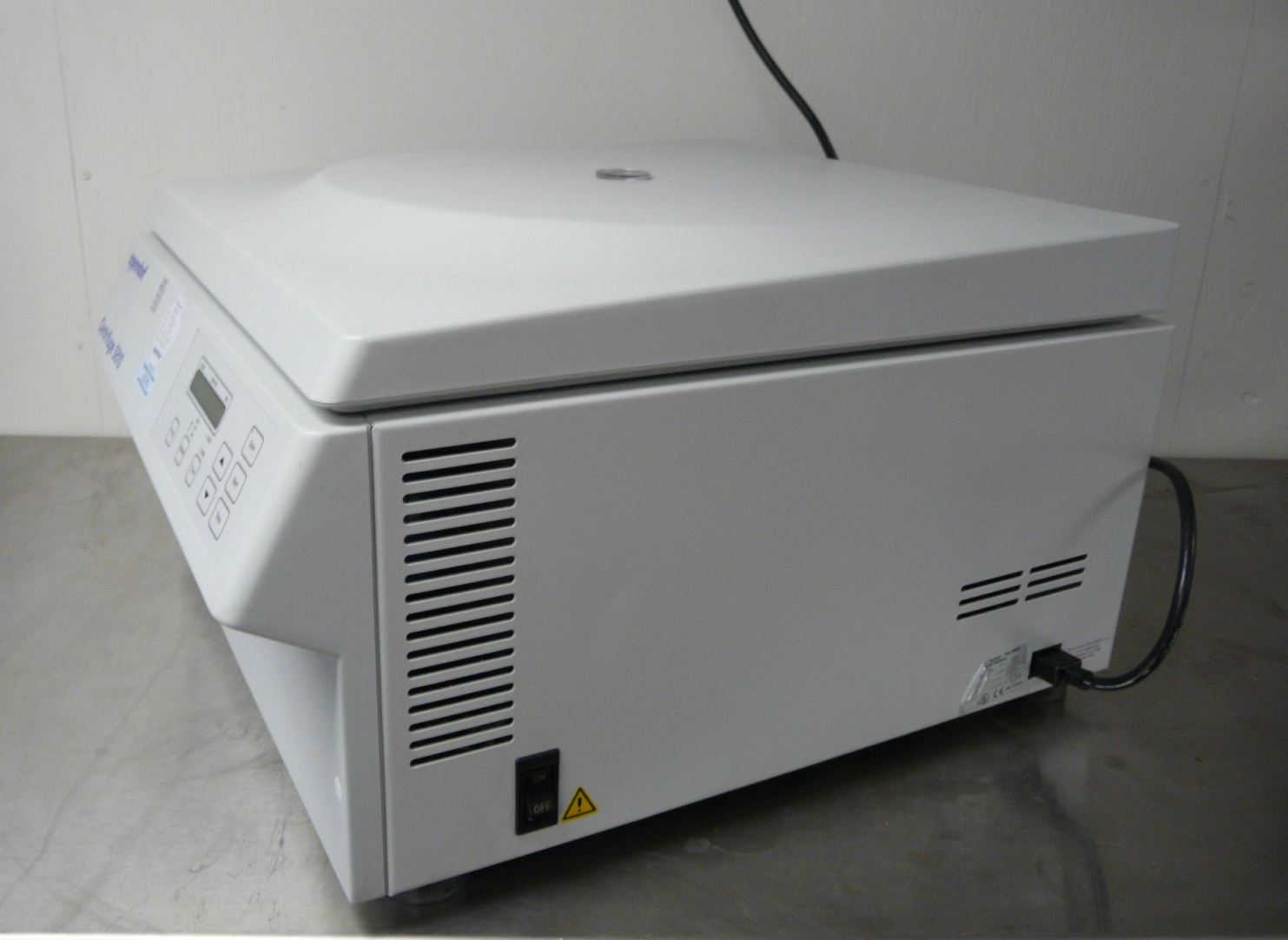 ~ Eppendorf 5810 Benchtop Centrifuge with Rotor and Inserts