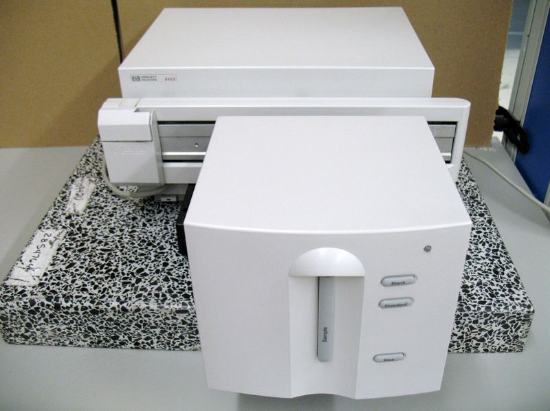 Agilent 8453 UV/VISIBLE SPECTROPHOTOMETER