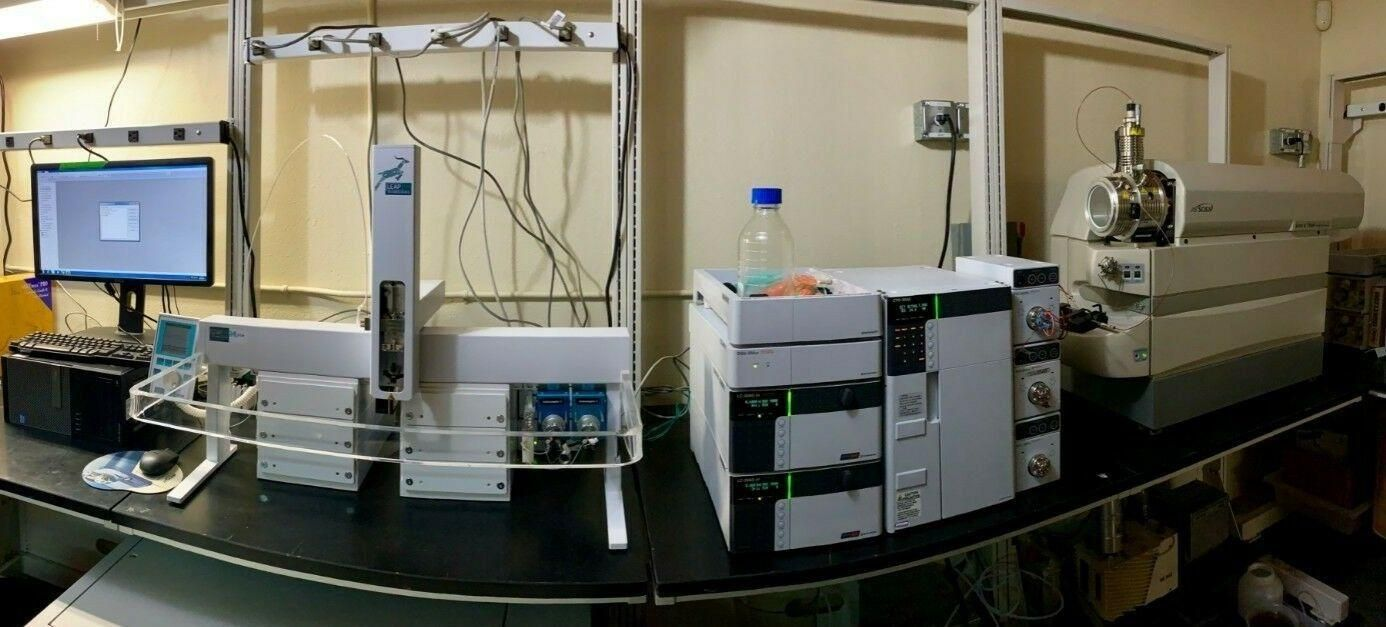 AB SCIEX 3200 QTRAP LCMS/MS MASS SPECTROMETER WITH PAL CTC / SHIMADZU SYSTEM