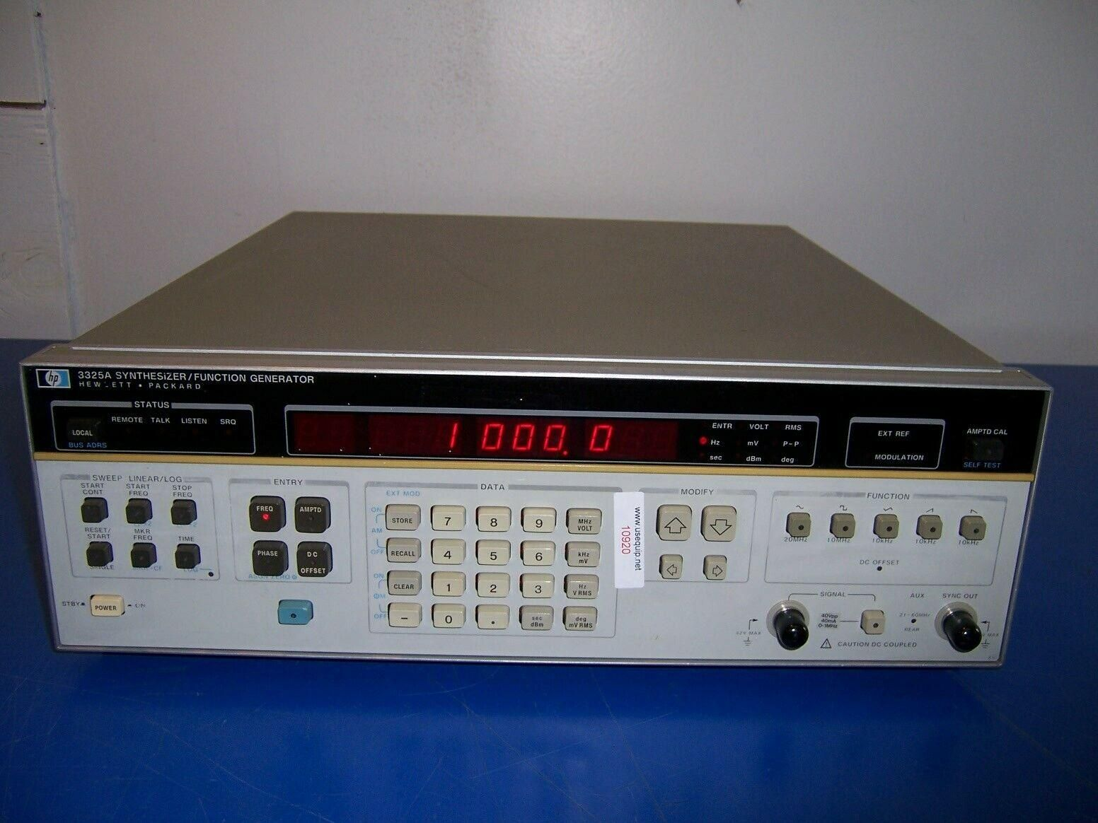 10920 HP 3325A SYNTHESIZER / FUNCTION GENERATOR OPT. 001&002