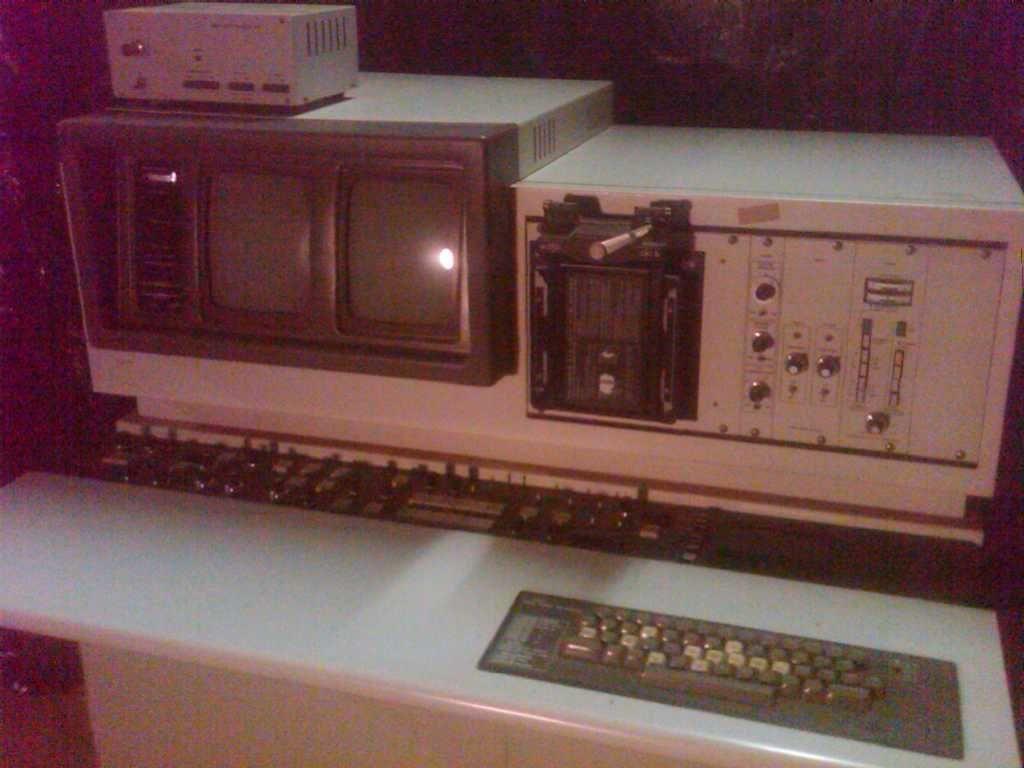 Hitachi SEM S-520 Scanning Electron Microscope