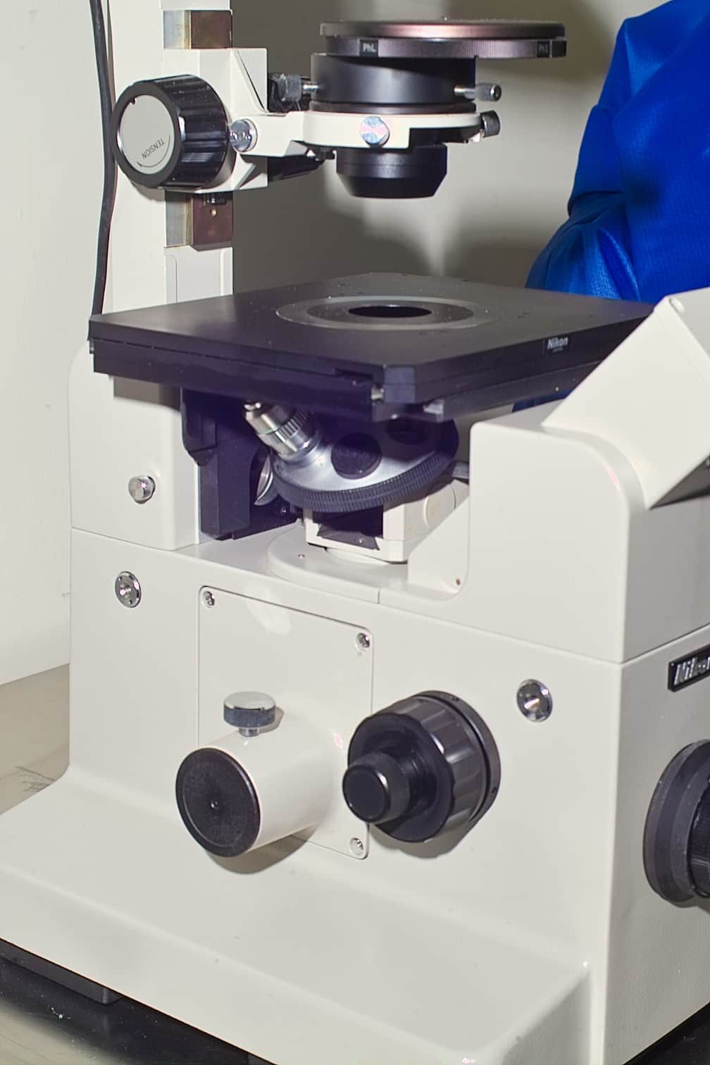 NIKON DIAPHOT TMD INVERTED LIVE CELL MICROSCOPE WITH PHASE CONTRAST AND CAMERA PORT