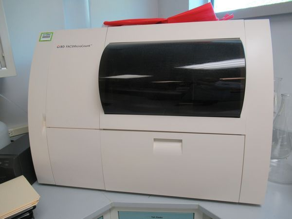 BD Becton Dickinson FACSMicroCount flow cytometer