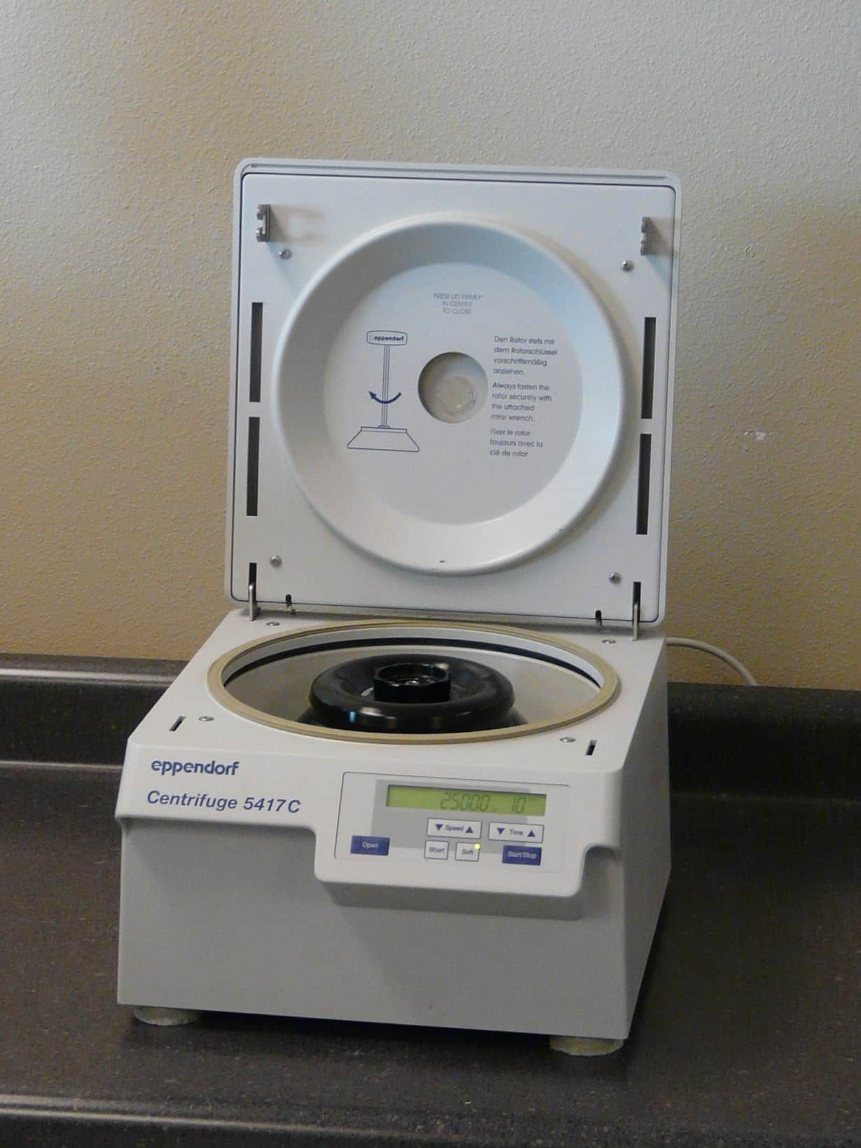 Eppendorf 5417C Micro Centrifuge with Fixed Angle Rotor
