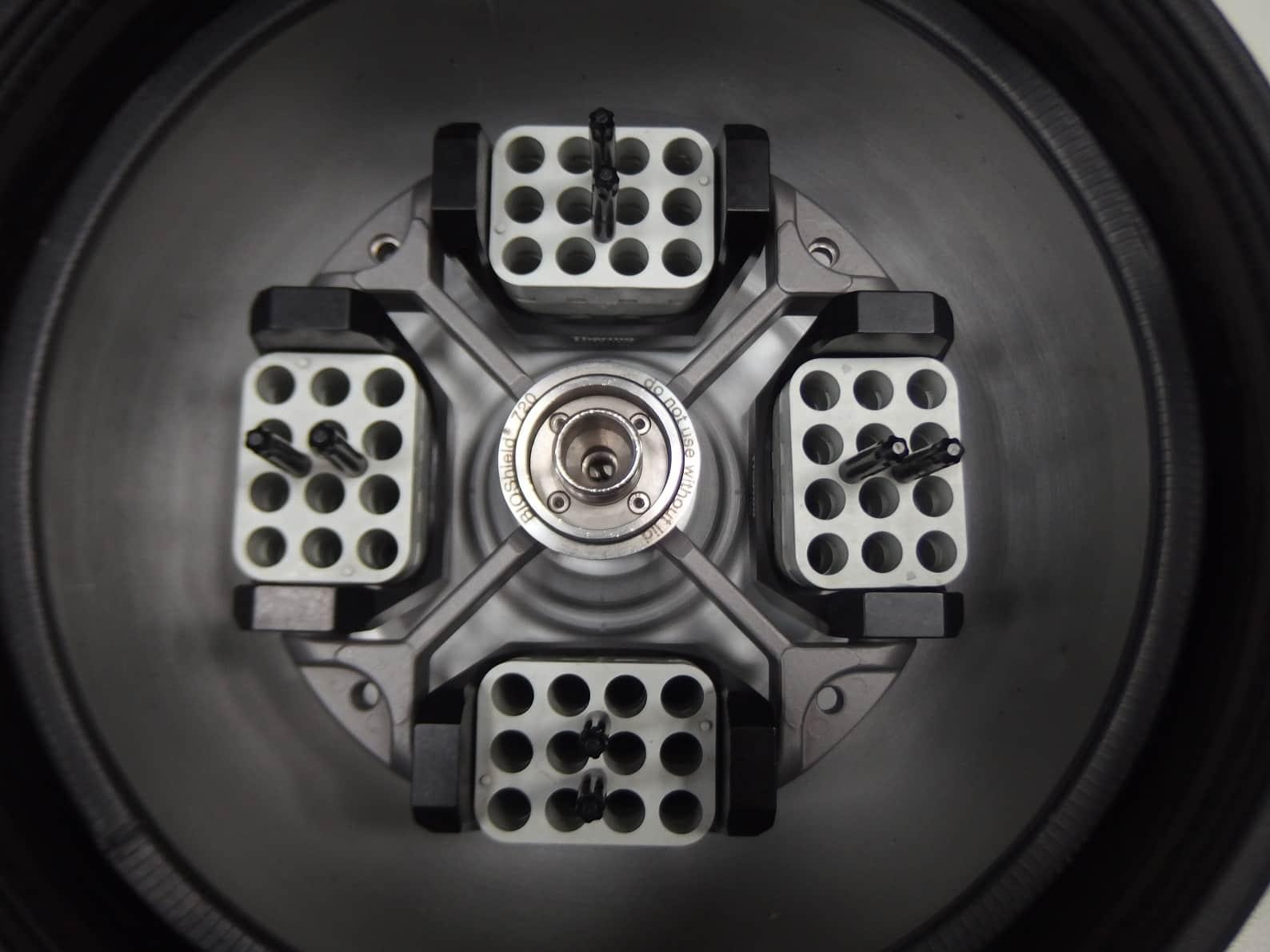 Centrifuge THERMO SCIENTIFIC SL 16 With Rotor BIOSHIELD 720
