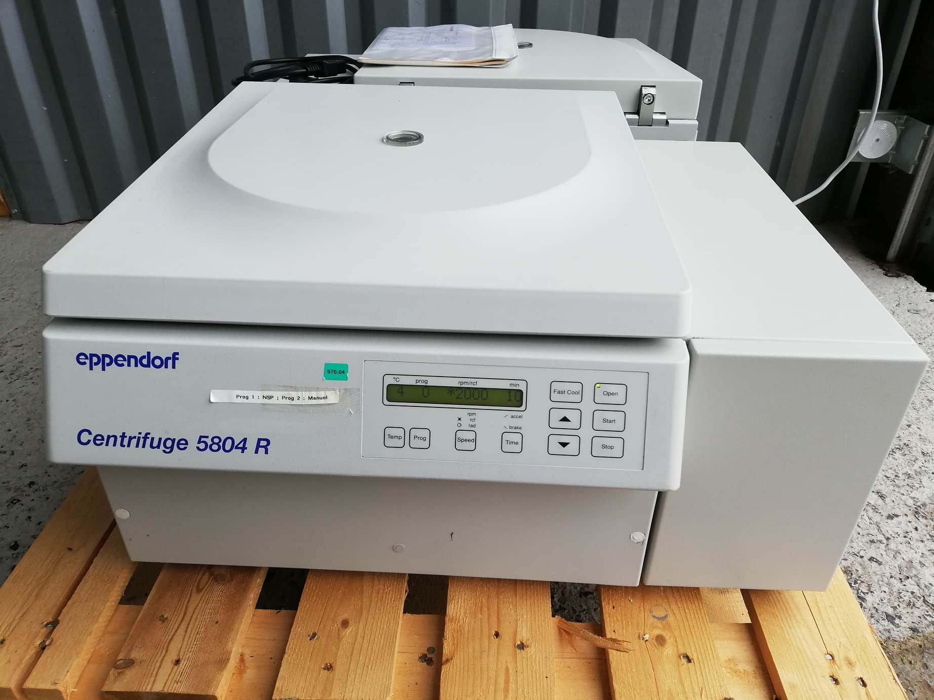EPPENDORF 5804 R refrigerated centrifuge with rotor A-2-DWP