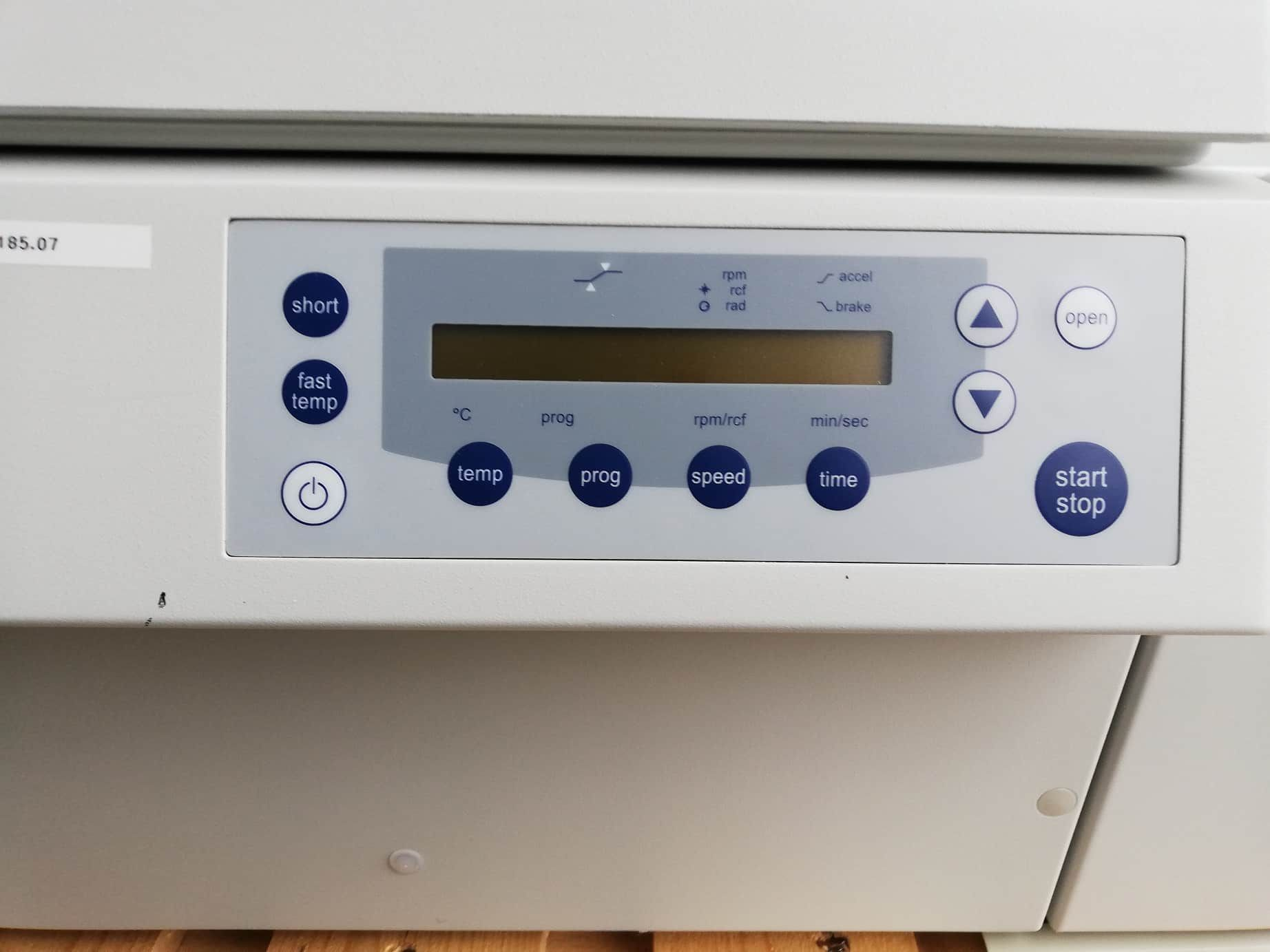 EPPENDORF 5804 R refrigerated centrifuge with rotor F-45-30-11