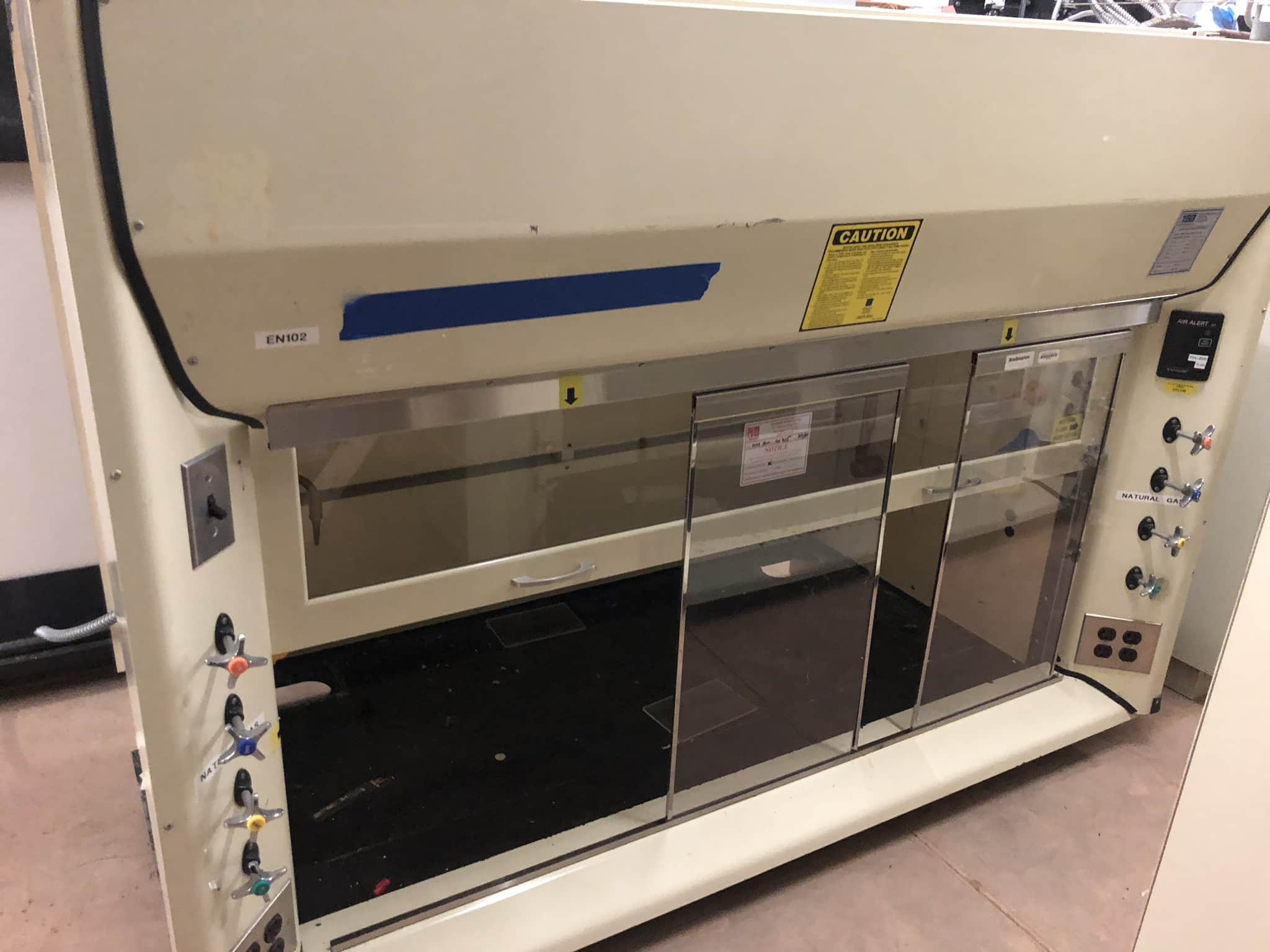 (PRICE REDUCED) 6FT KEWAUNEE COMBO SASH SCIENTIFIC FUME HOOD W/ CABINETS