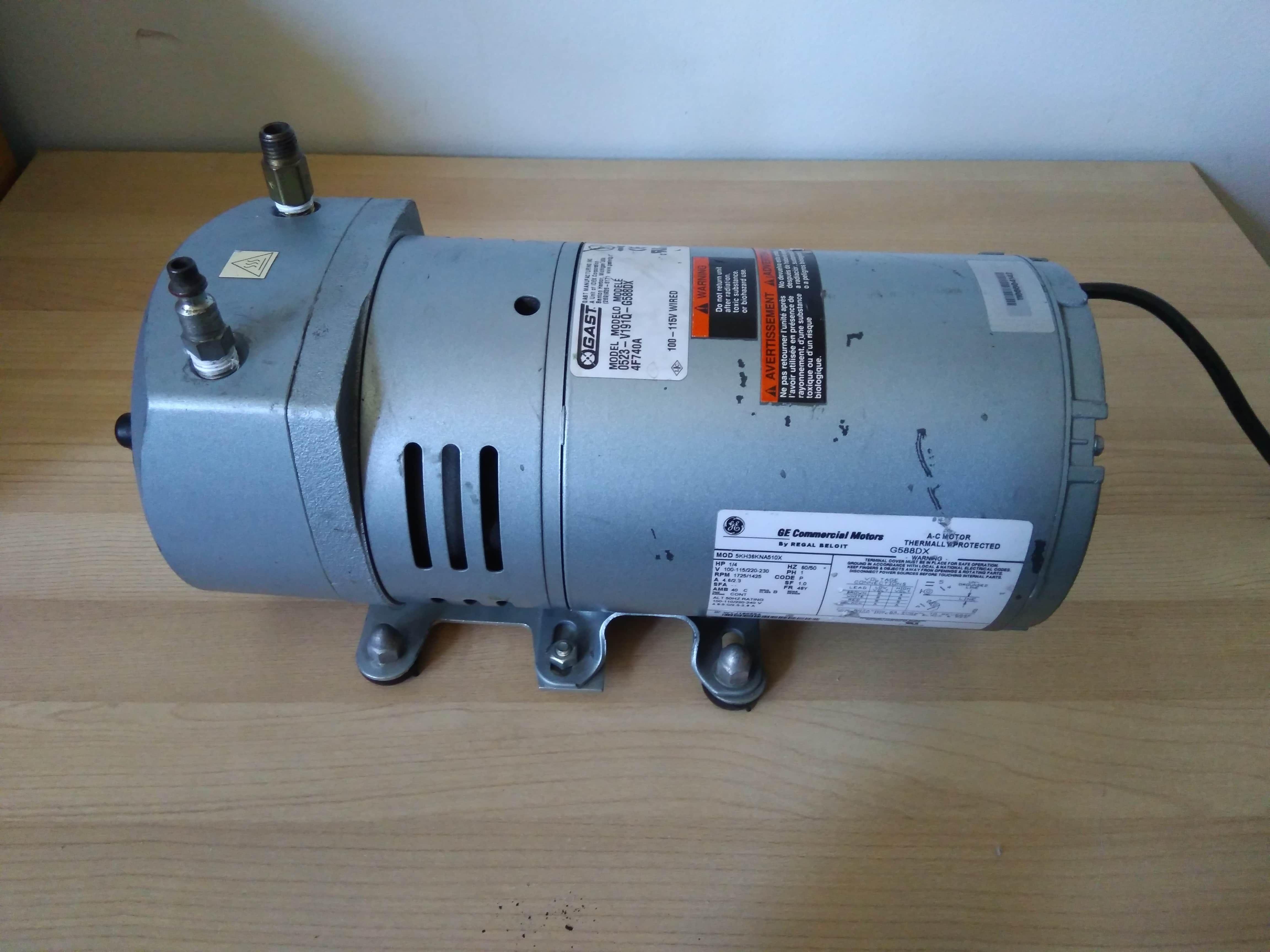 GAST Vacuum Rotary Vane Pump 0523 1/4 HP 1725/1425 rpm