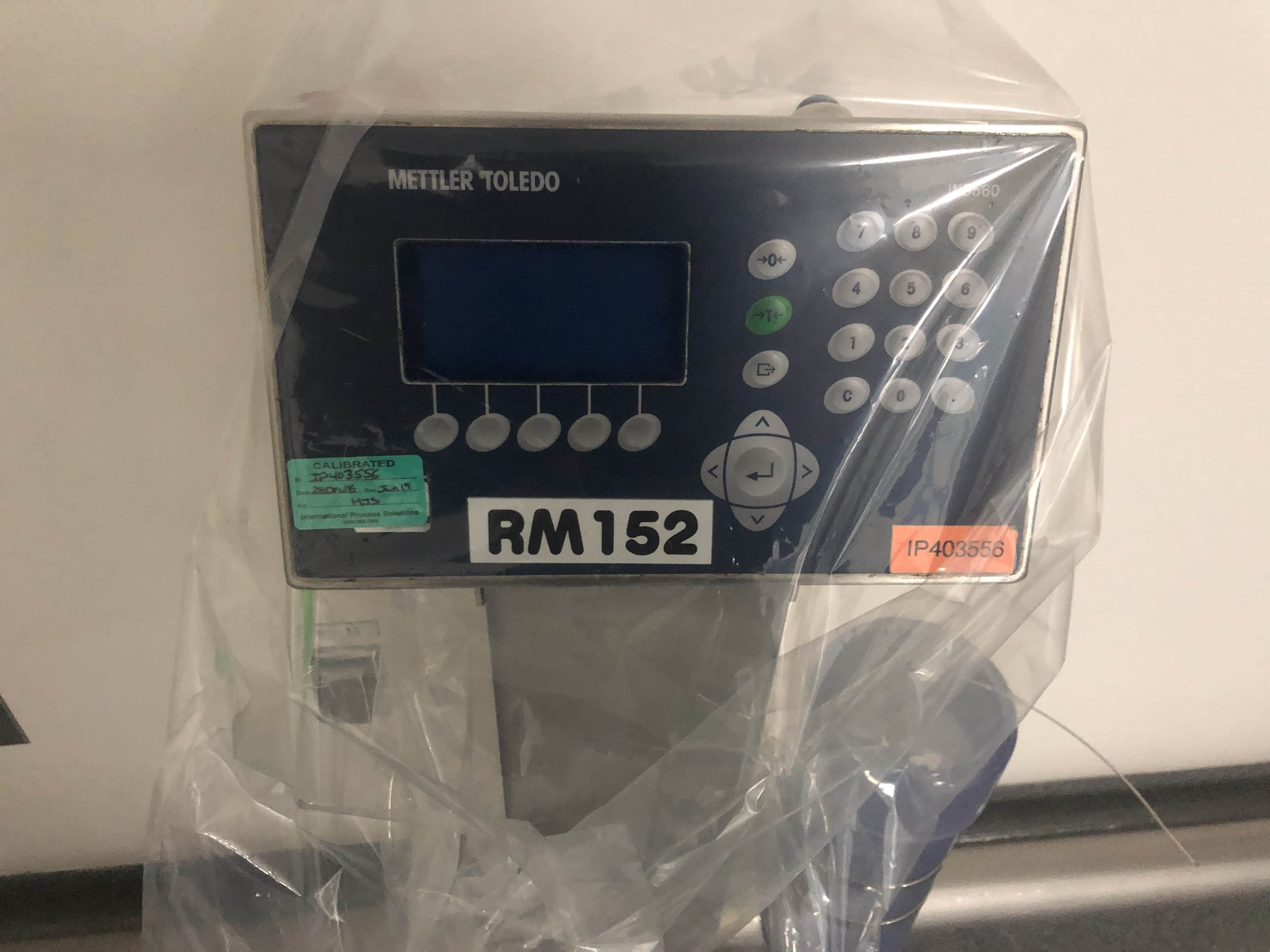 Mettler Toledo IND560 Standing Scale and terminal