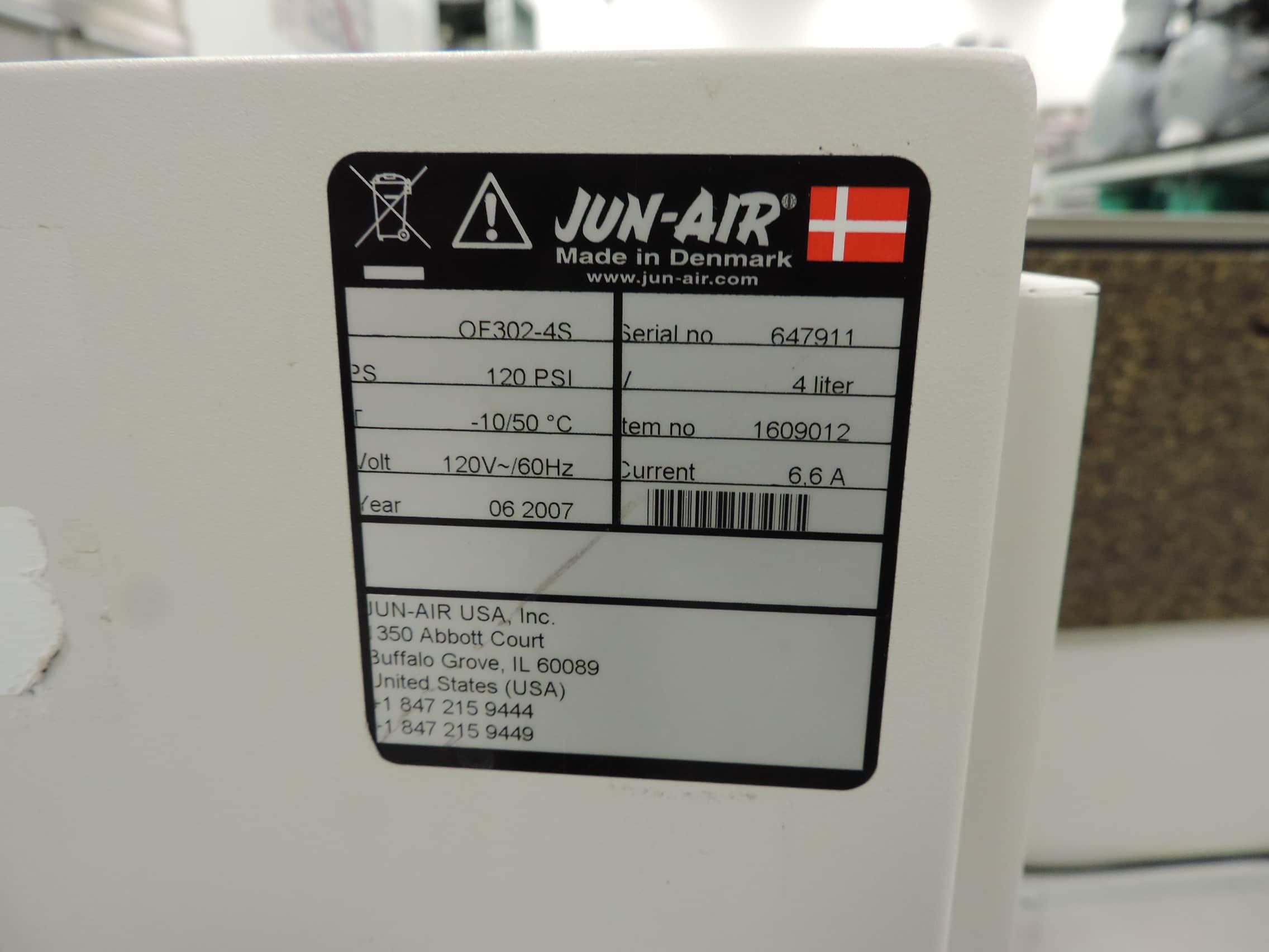 Jun-Air OF-302-4S Oil-less Quiet Laboratory Air Compressor