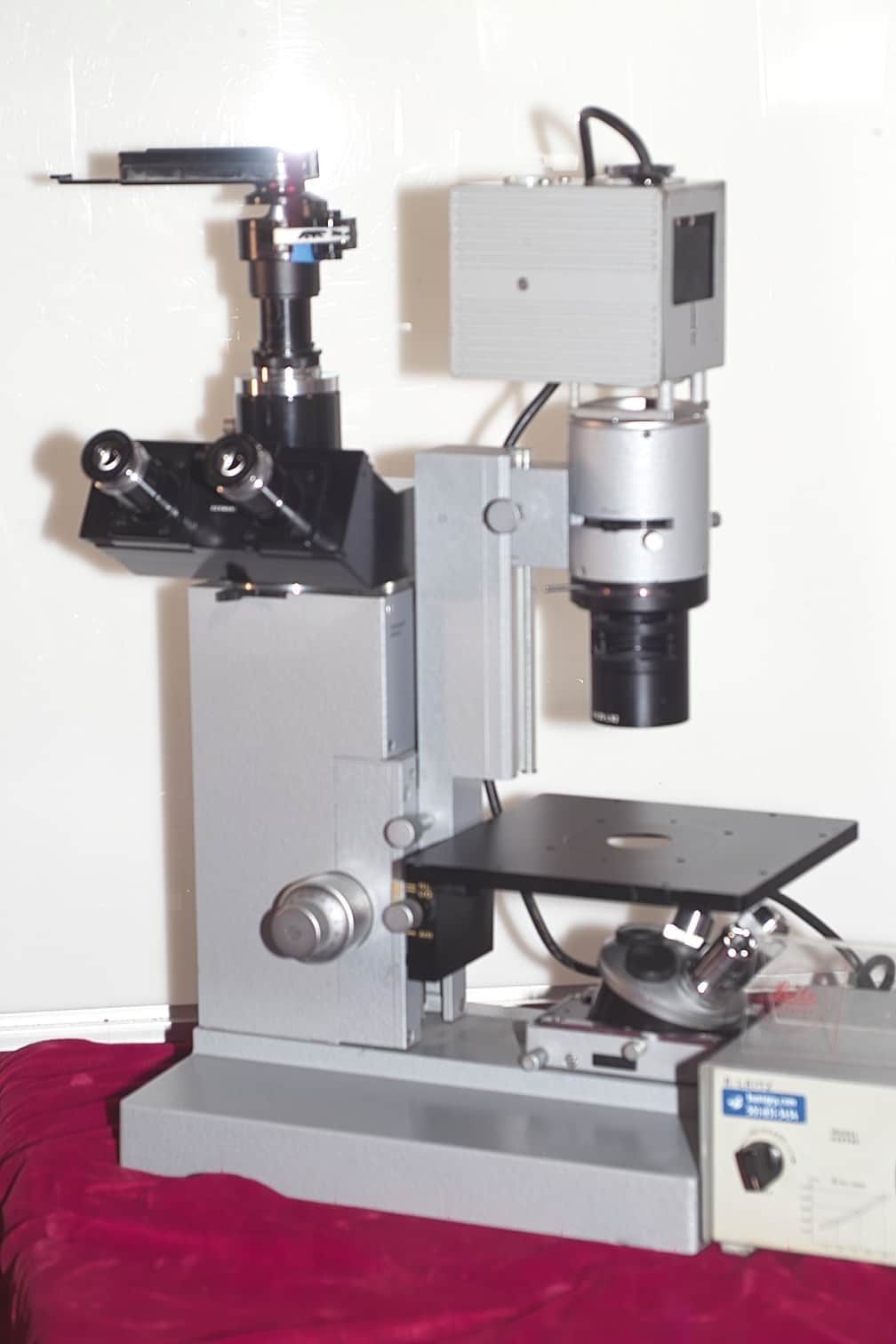 LEITZ DIAVERT INVERTED TISSUE CULTURE WORKHORSE MICROSCOPE WITH PHASE CONTRAST