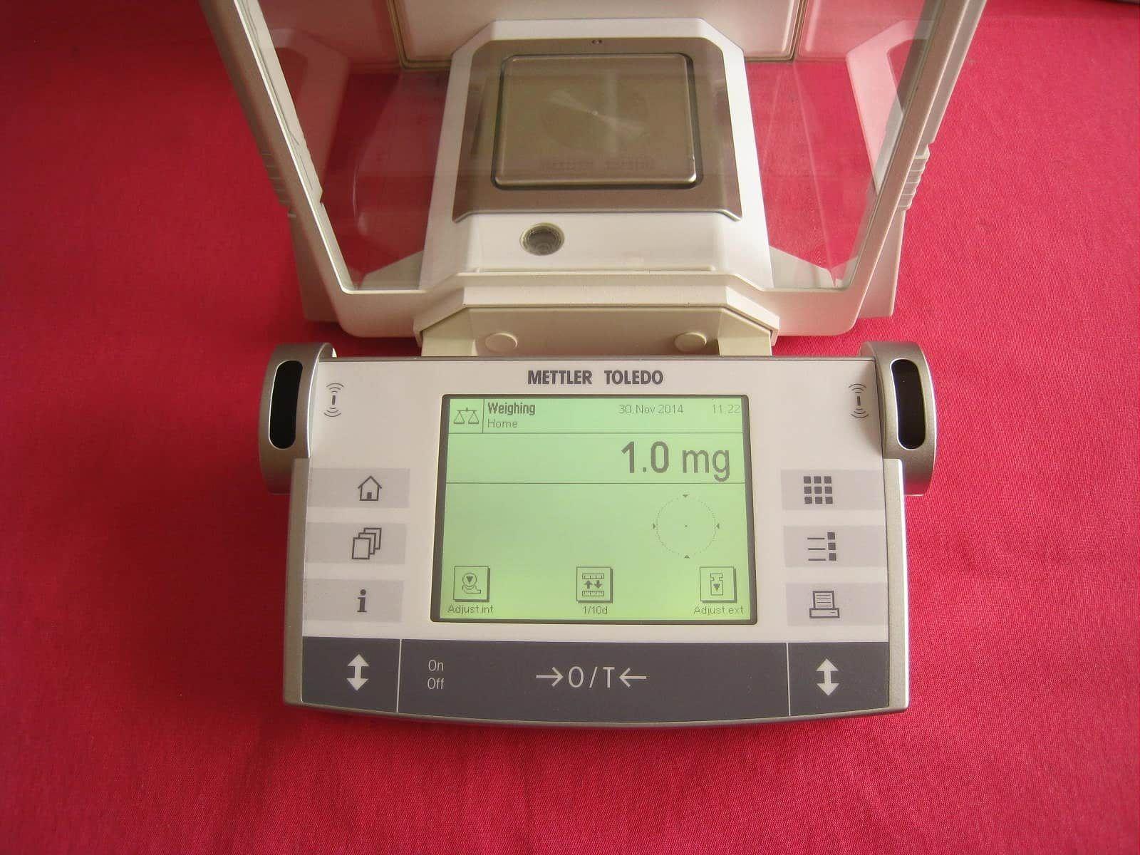 Mettler Toledo AX204 Analytical Balance Scale 220.0000g