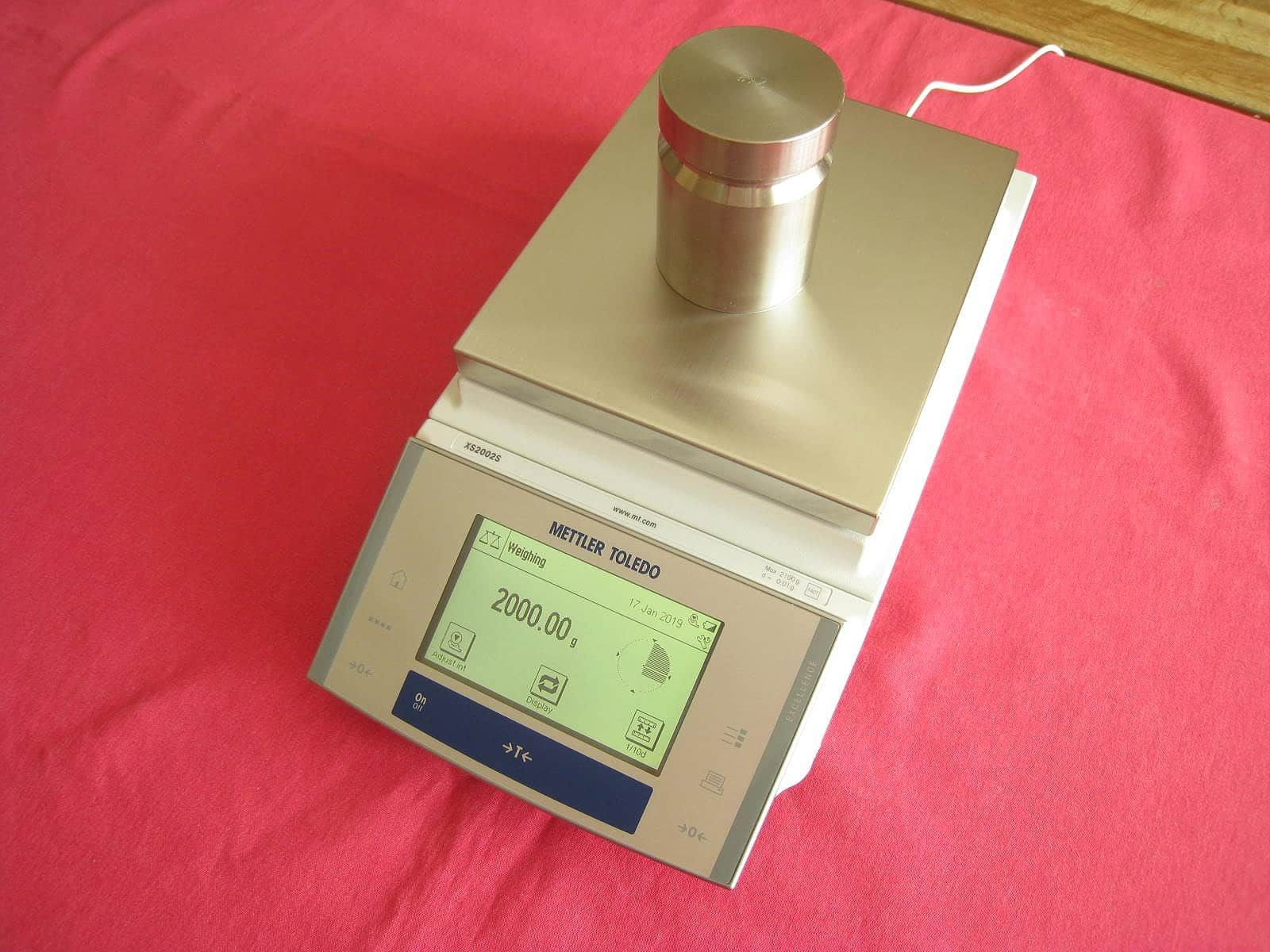 Mettler Toledo XS2002S Balance Scale 2100.00g