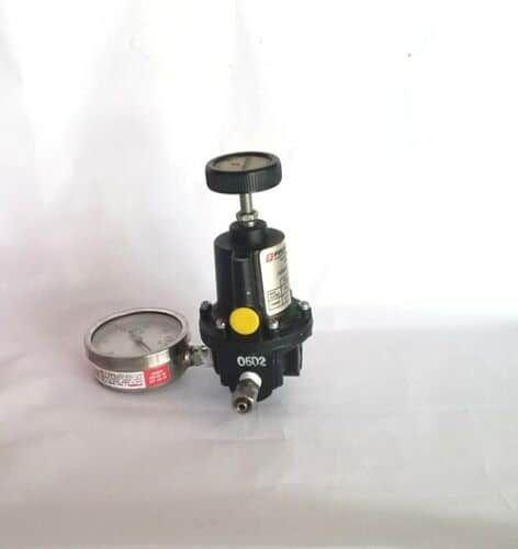 FAIRCHILD KENDALL PRESSURE REGULATOR MODEL 10262/Gauge