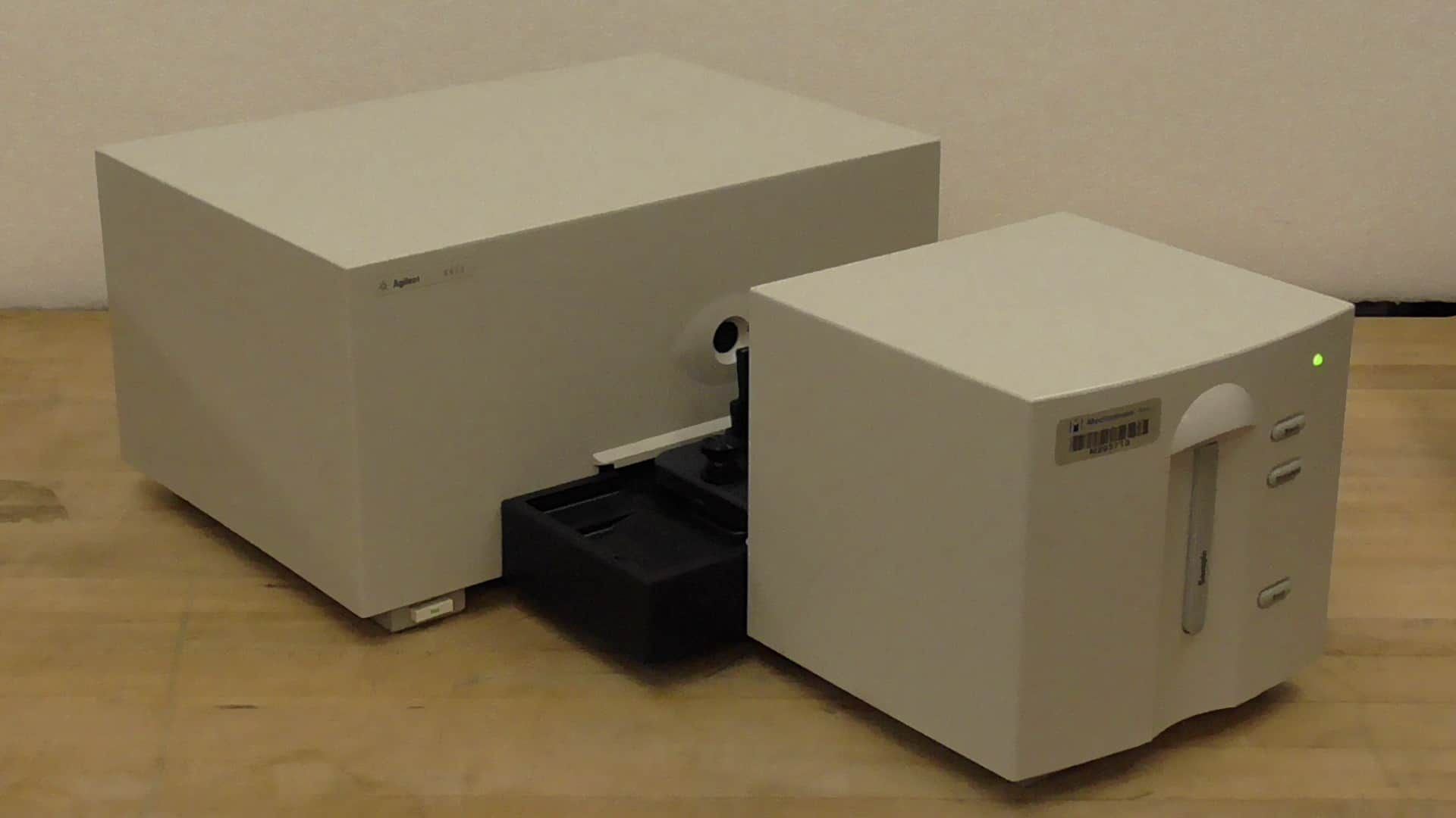 Hewlett Packard 8453 UV Vis Spectrophotometer with Software Loaded PC, Monitor, Keyboard and Mouse