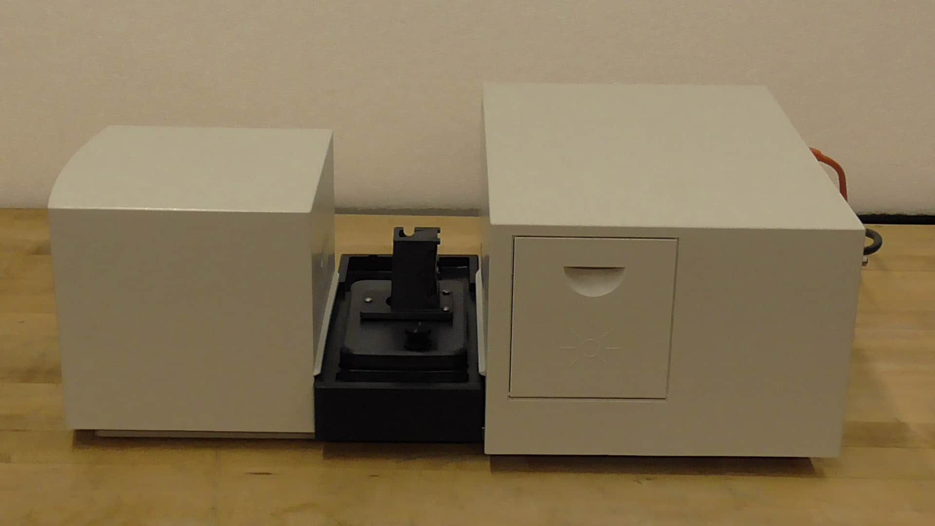 Agilent 8453 Single Cuvette Ultraviolet Visible Spectrophotometer with ThinkCentre PC loaded software, Monitor, Keyboard and Mouse