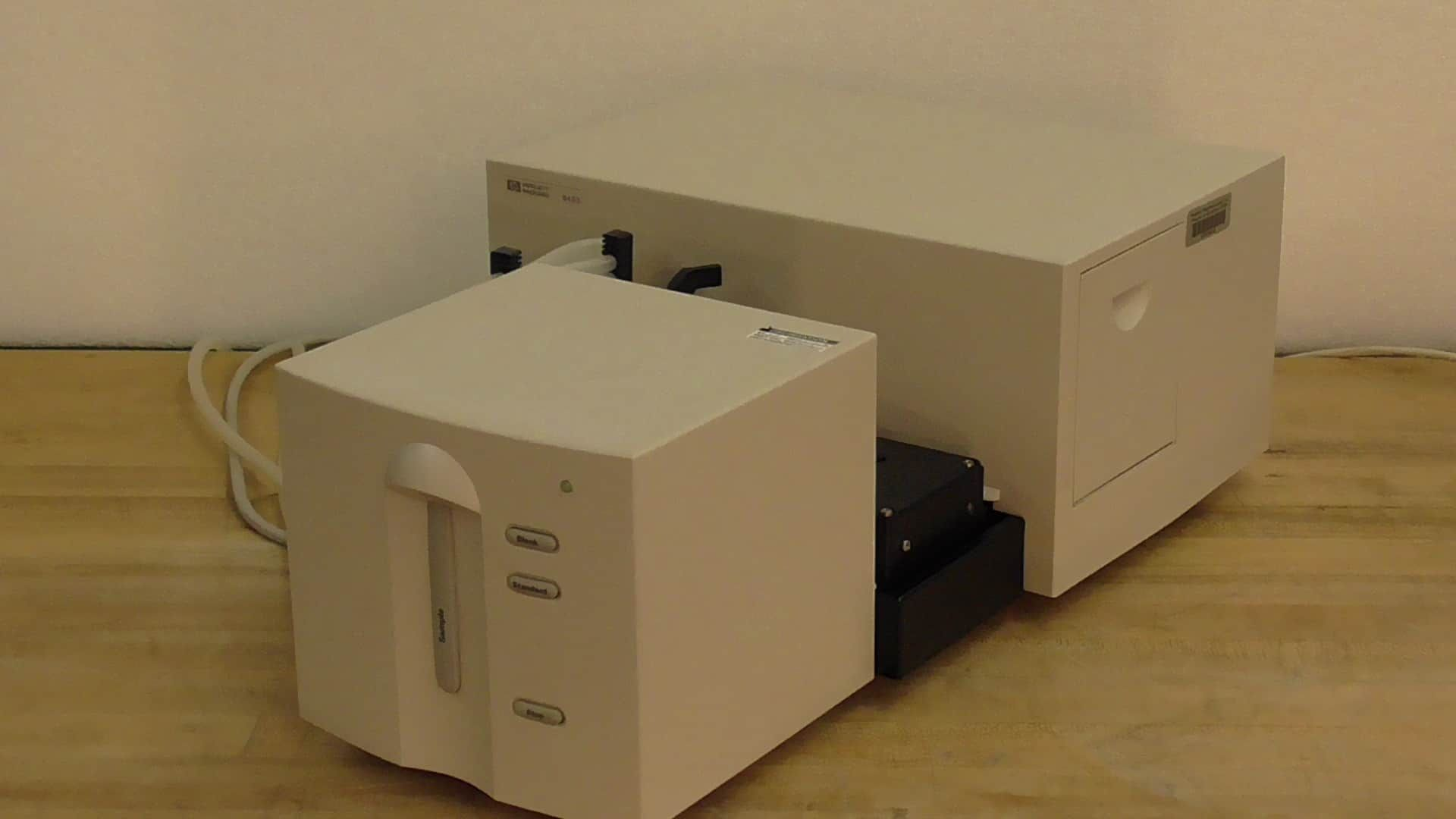 Agilent Technologies 8453 7 Cuvette UV Vis Spectrophotometer with Software Loaded PC, Monitor, Keyboard and Mouse