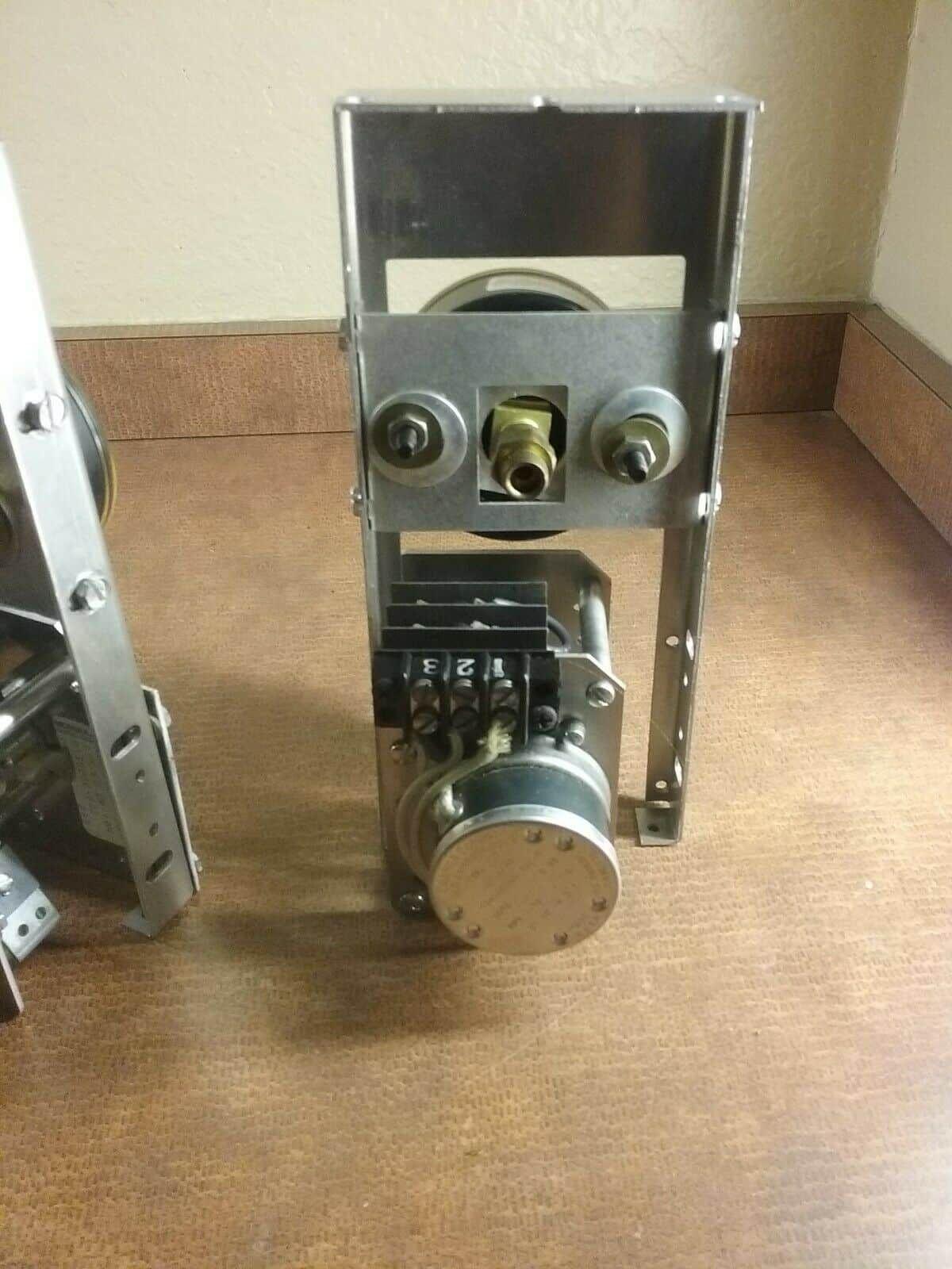 """GETINGE 018 ? Gauge 0-60 PSI -30""""Hg & 117 Cramer Company 491A-H Timer d4"""